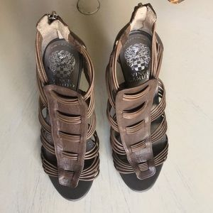 Great condition Vince Camuto heels Addison